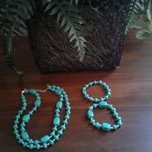 Jewelry turquoise necklace and 2 bracelets